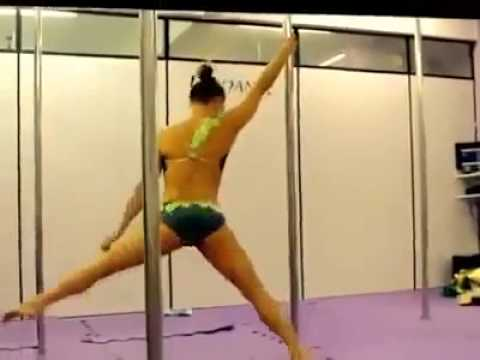 Pole dance battle - Female Fitness Models